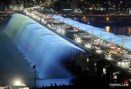 Amazing Banpo Bridge In Seoul