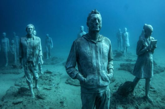 Europe's First Ever Underwater Museum With Hyperrealistic Human Sculptures