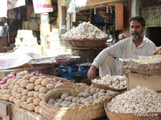 A Glimpse Of An Old Market In Pakistan