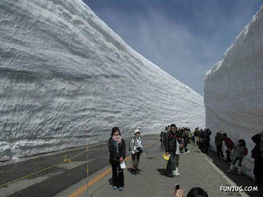 20 Meter Long Snow Corridor In Japan