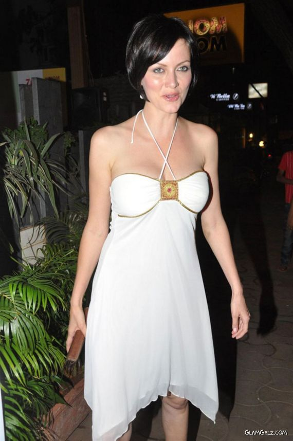 Beautiful Yana Gupta Photo Gallery