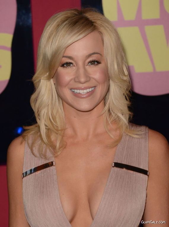 Kellie Pickler At CMT Music Awards