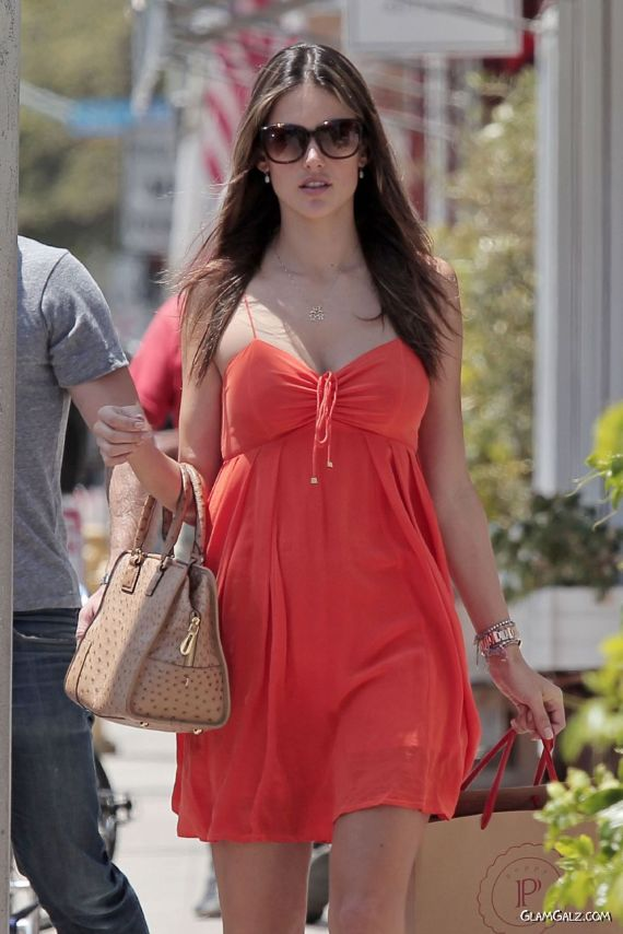 Alessandra Ambrosio Shopping In Los Angeles