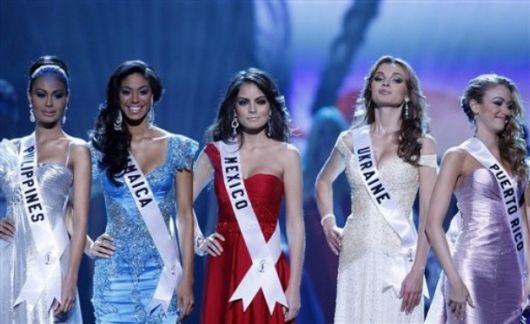 Ex Miss Universe Jimena Navarrete
