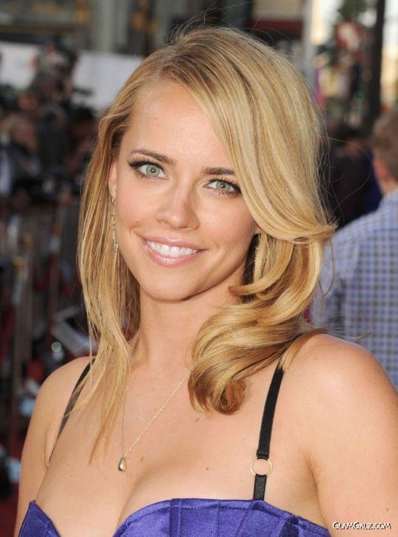 Jessica Barth At Universal Pictures Ted Premiere
