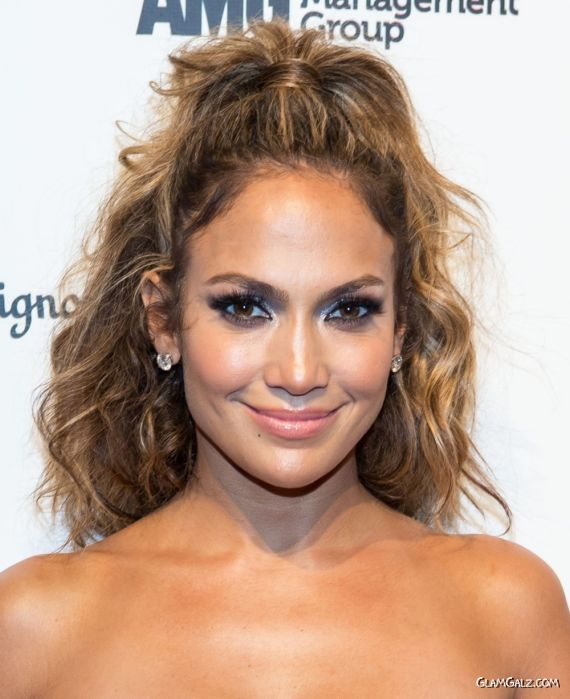 Jennifer Lopez Looking Gorgeous In Blue Outfit