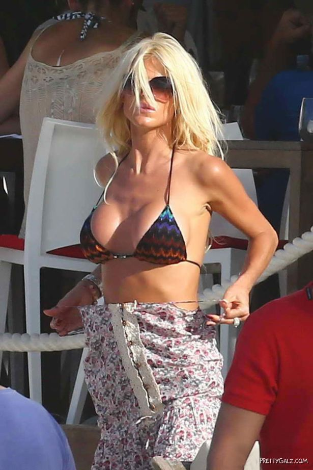 ViVictoria Silvstedt On The Beach In St Barts